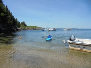 Visitors arriving from their sailboat by kayak after exploring Seguin from the water.